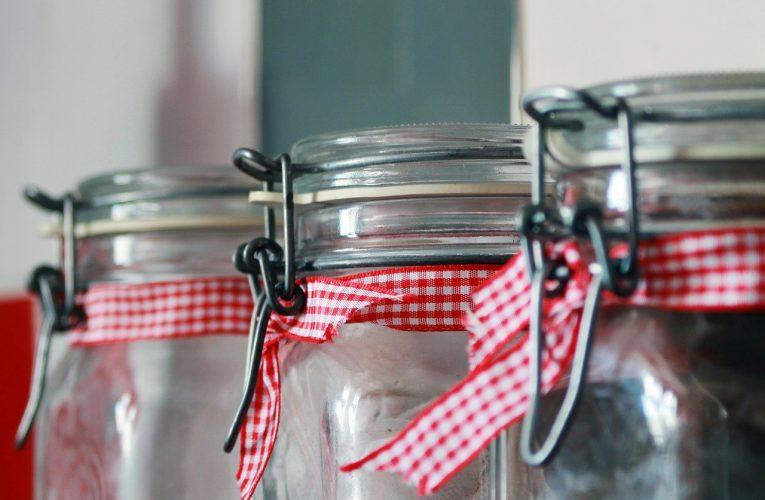 Słoiki, butelki i inne szklane piękności w ludzkiej codzienności